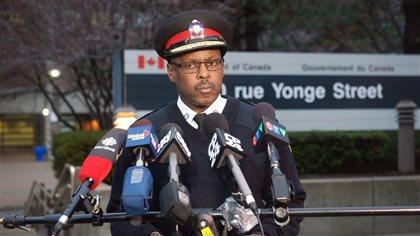 多伦多警察局局长桑德斯( Mark Saunders)召开记者招待会。