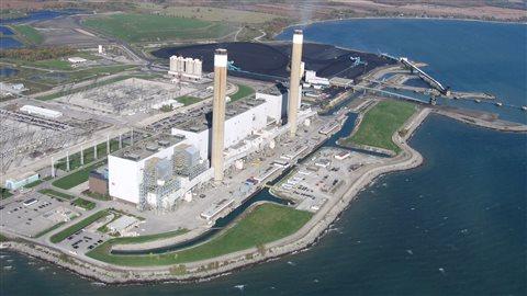 La centrale thermique de Nanticoke, dans le sud de l'Ontario, était la seule à utiliser le charbon dans la province. Elle sera convertie l'an prochain en centrale solaire.