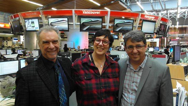 L'animatrice Monique Polloni en compagnie de l'auteur-compositeur Zachary Richard et de Denis Desgagné du Centre de la Francophonie des Amériques.