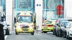 Des ambulances à Bruxelles suite à des explosions.