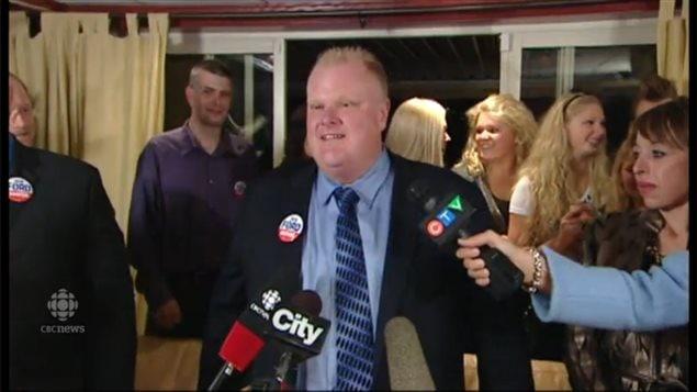 روب فورد متحدثاً إلى الصحافيين عقب انتخابه عمدة لتورونتو في 25 تشرين الأول (أكتوبر) 2010.