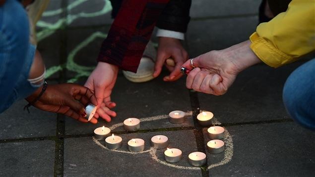 تأكيد متعدد الإثنيات في أحد شوارع بروكسيل يوم الثلاثاء بأن المحبة المضيئة أقوى من حقد الظلاميين