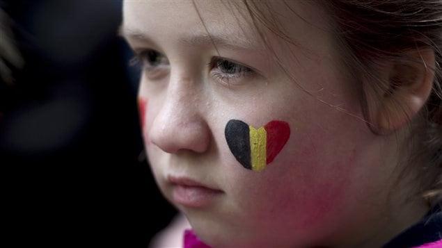 Une fillette pr�sente � la veill�e devant le Consulat g�n�ral de Belgique � Montr�al, le 23 mars 2016