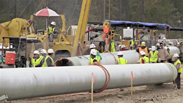 Le journaliste Jonathan Lavoie a parcouru pour nous les huit rapports d'experts externes commandés sur le projet d'oléoduc Énergie Est de TransCanada par la Communauté métropolitaine de Québec