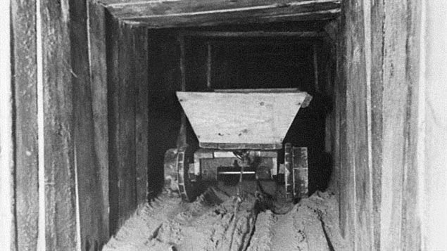 German photo of the prisoner built tunnel, designed by Canadian Wally Floody. Support boards from beds were expertly dovetailed together as nails were not available and hammering would have attracted attention. Air supplied by ingenious bellows and long tubes made by joining tin cans from Red Cross supplies. The Great Escape was daring, ingenious, but no Americans were involved in spite of the Hollywood movie.