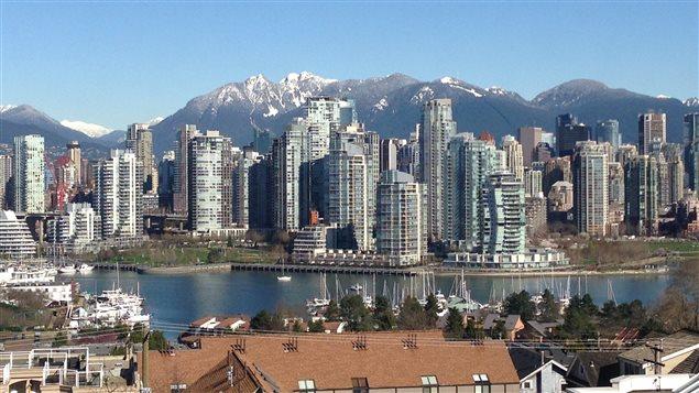 Vancouver et ses montagnes enneigées