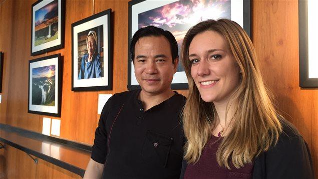 本次摄影展的策展人吴嘉金(Kakim Goh)以及展览助理艾乐蒂(Elodie Lavergne)