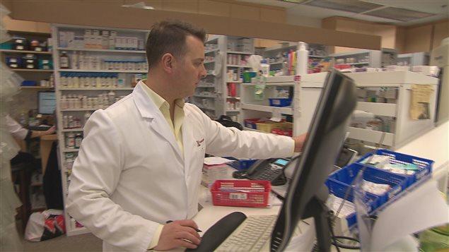 Les pharmaciens professionnels estiment que le gouvernement du Québec alimente la confusion dans le dossier des frais accessoires  au mépris des patients qui ont un problème d'accessibilité aux soins de première ligne