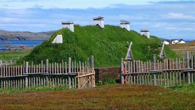 La reconstitution d'une maison viking à l'Anse aux Meadows.