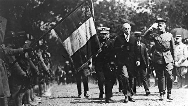 Le président Woodrow Wilson inspecte la Garde républicaine française en 1918.