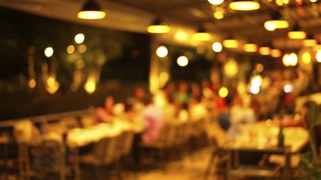 Salle à dîner d'un restaurant