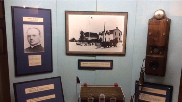 une exposition sur l 39 histoire du t l phone morinville la crois e ici radio canada premi re. Black Bedroom Furniture Sets. Home Design Ideas