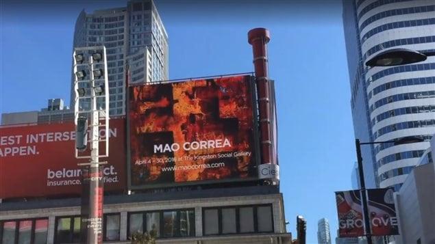 Las pantallas gigantes de Dundas Square, en Toronto, pasan cada 10 minutos imagenes de las obras de Mao Correa, elegido el artista del mes en la ciudad de Toronto.