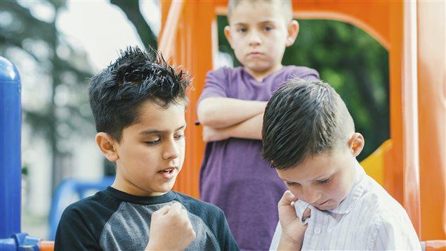 Un enfant se fait intimider