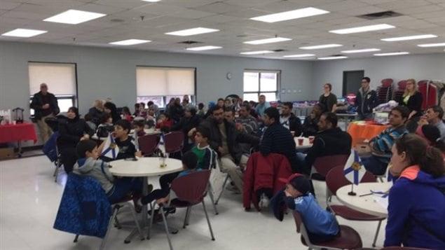 Des réfugiés syriens rassemblés dans un centre communautaire de Spryfield, à Halifax.