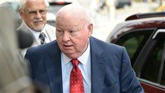 Le sénateur Mike Duffy, pendant son procès.