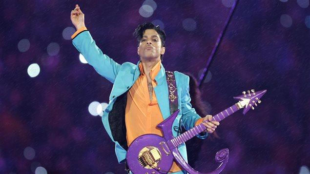 Le chanteur Prince pendant un concert en 2007.