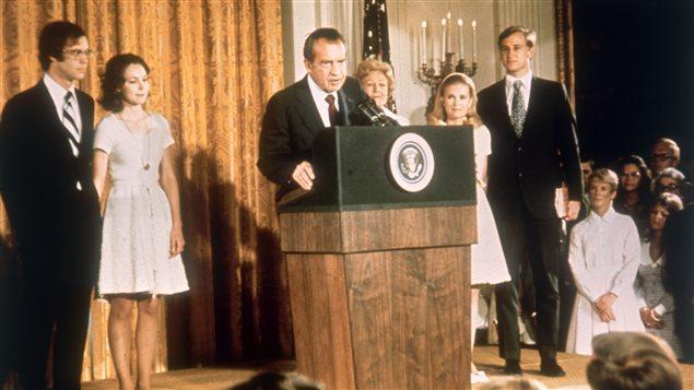 Richard Nixon en compagnie de membres de sa famille lors de son discours de démission, le 9 août 1974