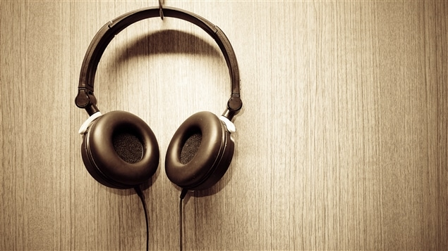 Une paire d'écouteurs