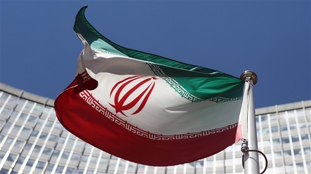 Le drapeau iranien devant le siège des Nations unies à Vienne, où flottent les drapeaux de tous les pays membres
