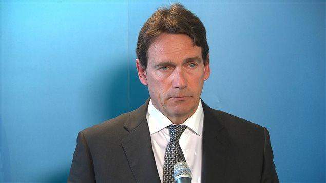 Pierre-Karl Péladeau annonce sa démission comme chef du Parti québécois et comme député de Saint-Jérôme le 2 mai 2016.