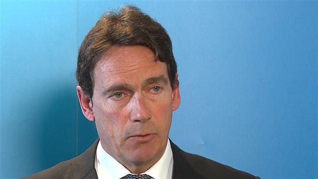 Pierre Karl Péladeau, ému, annonce qu'il quitte la direction du Parti québécois