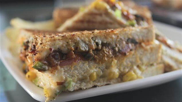 Un sandwich au fromage fondu