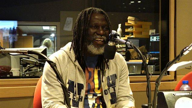 Tiken Jah Fakoly dans le studio de Gravel le matin