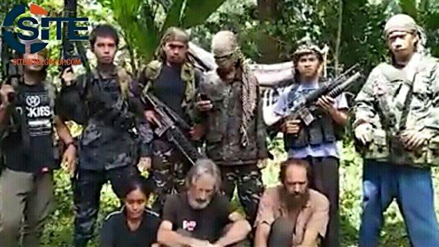 La vidéo attribuée à Abou Sayyaf, montrant les trois otages, dont le Canadien Robert Hall