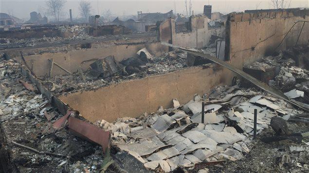 Maison ravagée par les flammes à Fort McMurray