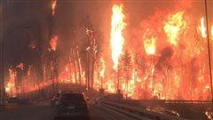 Le feu de forêt à Fort McMurray en Alberta