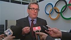 Le maire de Québec a fermé la porte hier à une candidature de la Ville de Québec pour l'obtention des Jeux Olympiques de 2026. Régis Labeaume se retire de la course parce qu'il croit que la Capitale n'a pas « d'excellentes chances » de remporter les Jeux.