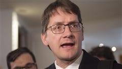 Le député de Jonquière, Sylvain Gaudreault, à son arrivée au caucus du Parti québécois.