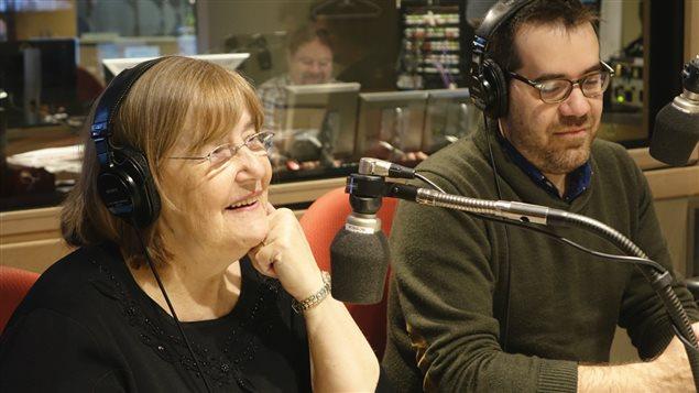 Jean-Sébastien Girard et sa mère Monique-Andrée Michaud dans le studio de Gravel le matin