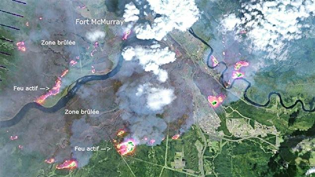 Cette photo illustre l'ampleur du feu qui se propage à Fort McMurray.