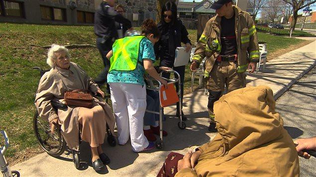 Un exercice d'évacuation dans une résidence pour personnes âgées