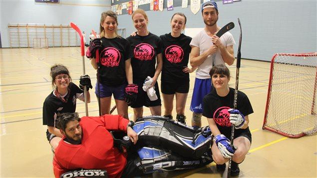 L'équipe de hockey cosom mixte rencontrée par Hugo Lavoie à Montréal