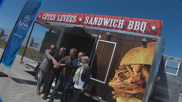 Le premier camion restaurant à Lévis dans le secteur de la traverse.