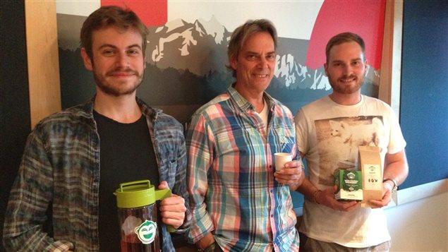 2 jeunes entrepreneurs francophones, Arnaud Petitvalet et Maxime Rivest, qui ont créé, à Vancouver, l'entreprise Wize Monkey.
