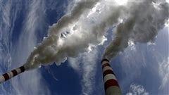 Les cheminées d'une centrale électrique au charbon