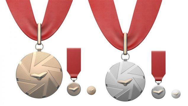 Les insignes de Commandeur (à gauche) et d'Officier (à droite) du nouvel Ordre de Montréal