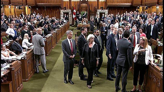 Le chef du NPD Thomas Mulcair en colère devant Justin Trudeau
