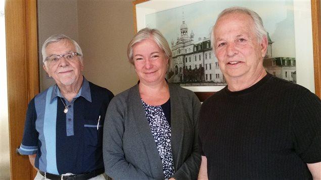 L'abbé Léo Couture, ancien censeur de CKSB, Martine Bordeleau, animatrice de la matinale « Le 6 à 9 », et Jean-Marie Taillefer, historien