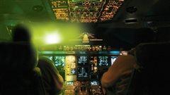 Sensibiliser la population à l'importance de ne pas braquer de pointeurs laser en direction des avions