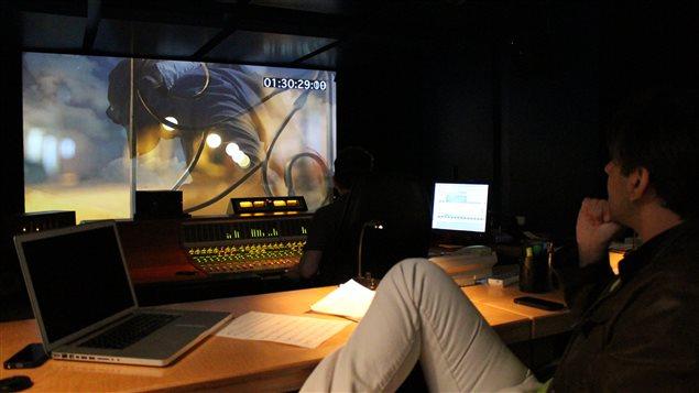 Mezclando en el estudio cinematográfico Audio Zone junto a Mario Brillon.