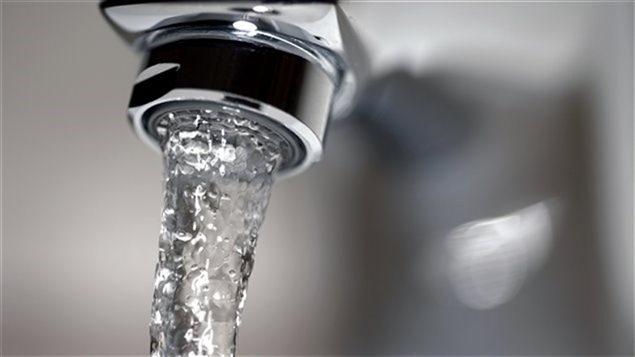 En 2012, une �tude a r�v�l� que la quantit� de plomb d�passait les normes �tablies par Sant� Canada dans 70 % des �chantillons d'eau pr�lev�s � Brandon au Manitoba.