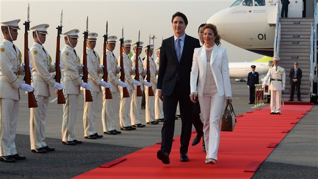Prime Minister Justin Trudeau and his wife Sophie Gregoire Trudeau are greeted by an honour guard as they arrive in Tokyo, Japan on Monday, May 23, 2016.