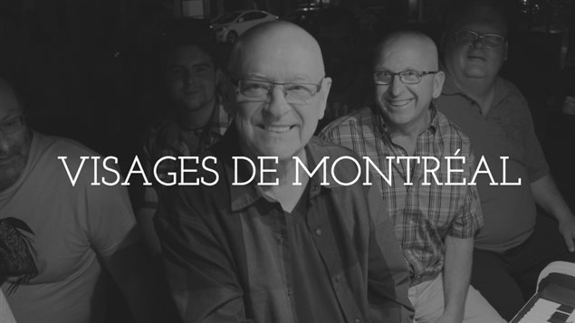 André Fafard entouré de ses amis autour du piano public des rues Ste-Catherine et Panet