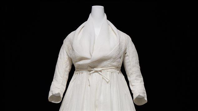 La robe chemise qui déshonora la Cour française au XVIIIe siècle au cœur d'une exposition au Musée des beaux-arts du Canada
