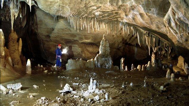 La grotte de Bruniquel a �t� d�couverte en 1990 par des sp�l�ologues.